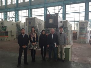 कोलम्बिया ग्राहकहरु Accurl कम्पनीहरु देखि हाइड्रोलिक प्रेस किन्नुहोस